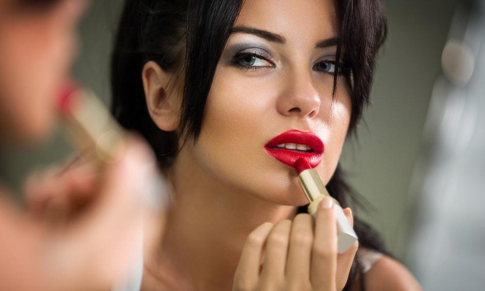увеличение губ с помощью косметики