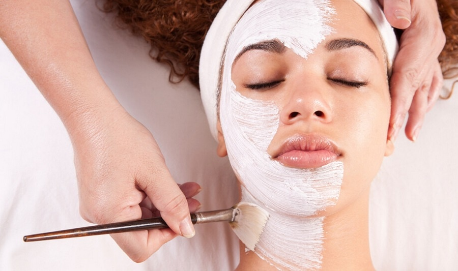 Процедура по нанесению маски кисточкой